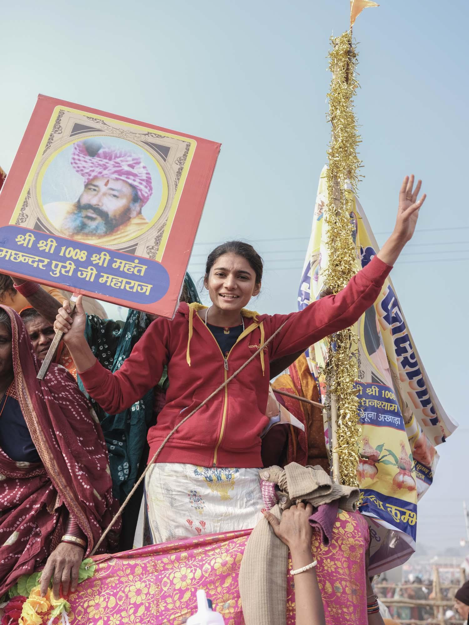 woman support baba crowd 4 February pilgrims Kumbh mela 2019 India Allahabad Prayagraj Ardh hindu religious Festival event rivers photographer jose jeuland photography