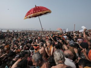 going in the water crowd 4 February pilgrims Kumbh mela 2019 India Allahabad Prayagraj Ardh hindu religious Festival event rivers photographer jose jeuland photography