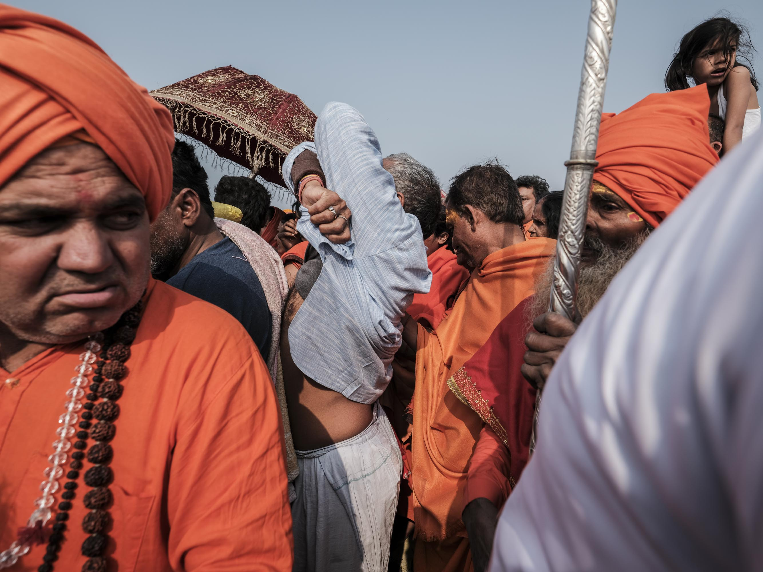 orange crowd 4 February pilgrims Kumbh mela 2019 India Allahabad Prayagraj Ardh hindu religious Festival event rivers photographer jose jeuland photography