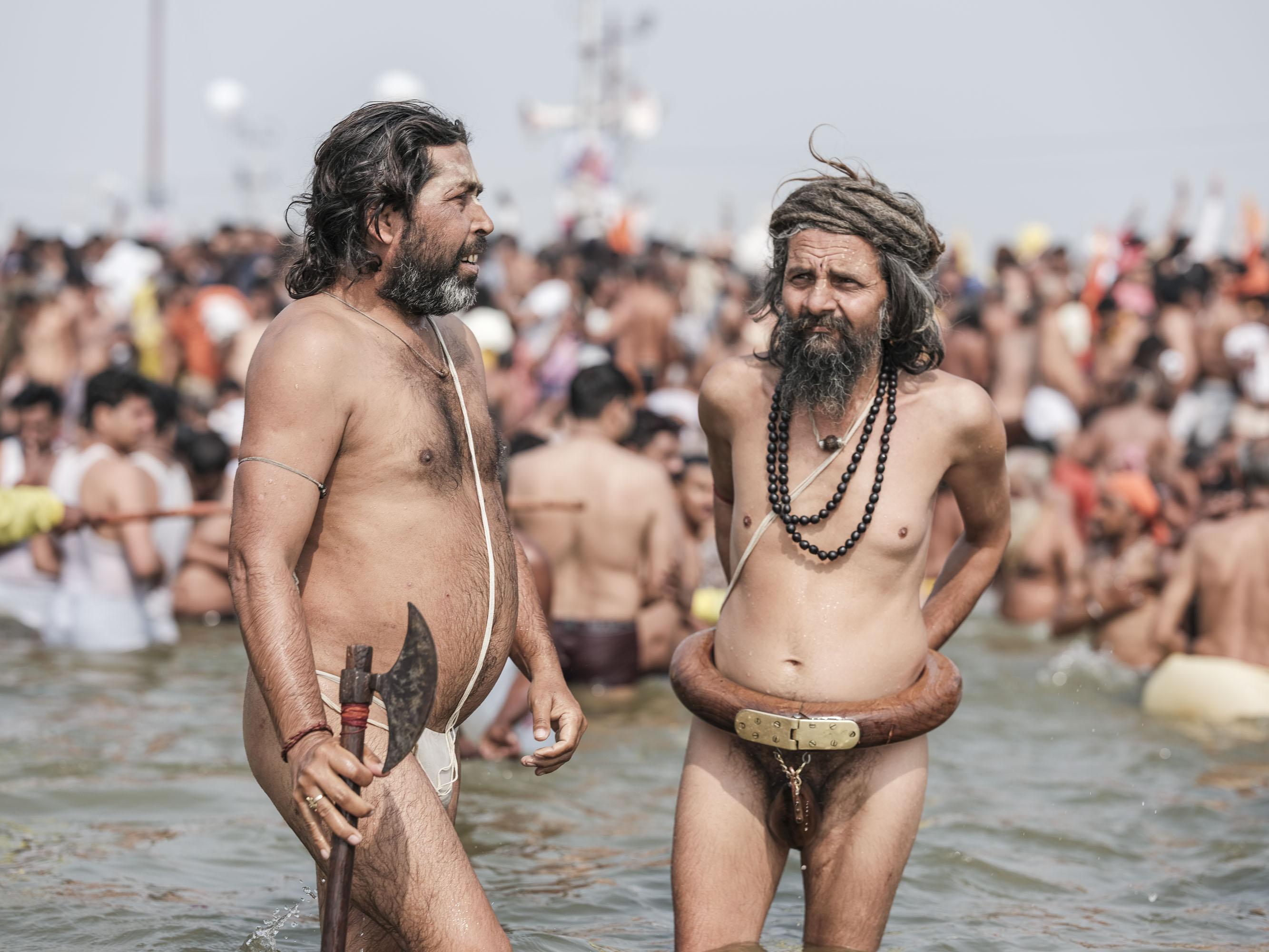 4 february baba men crowd bath axe pilgrims Kumbh mela 2019 India Allahabad Prayagraj Ardh hindu religious Festival event rivers photographer jose jeuland photography