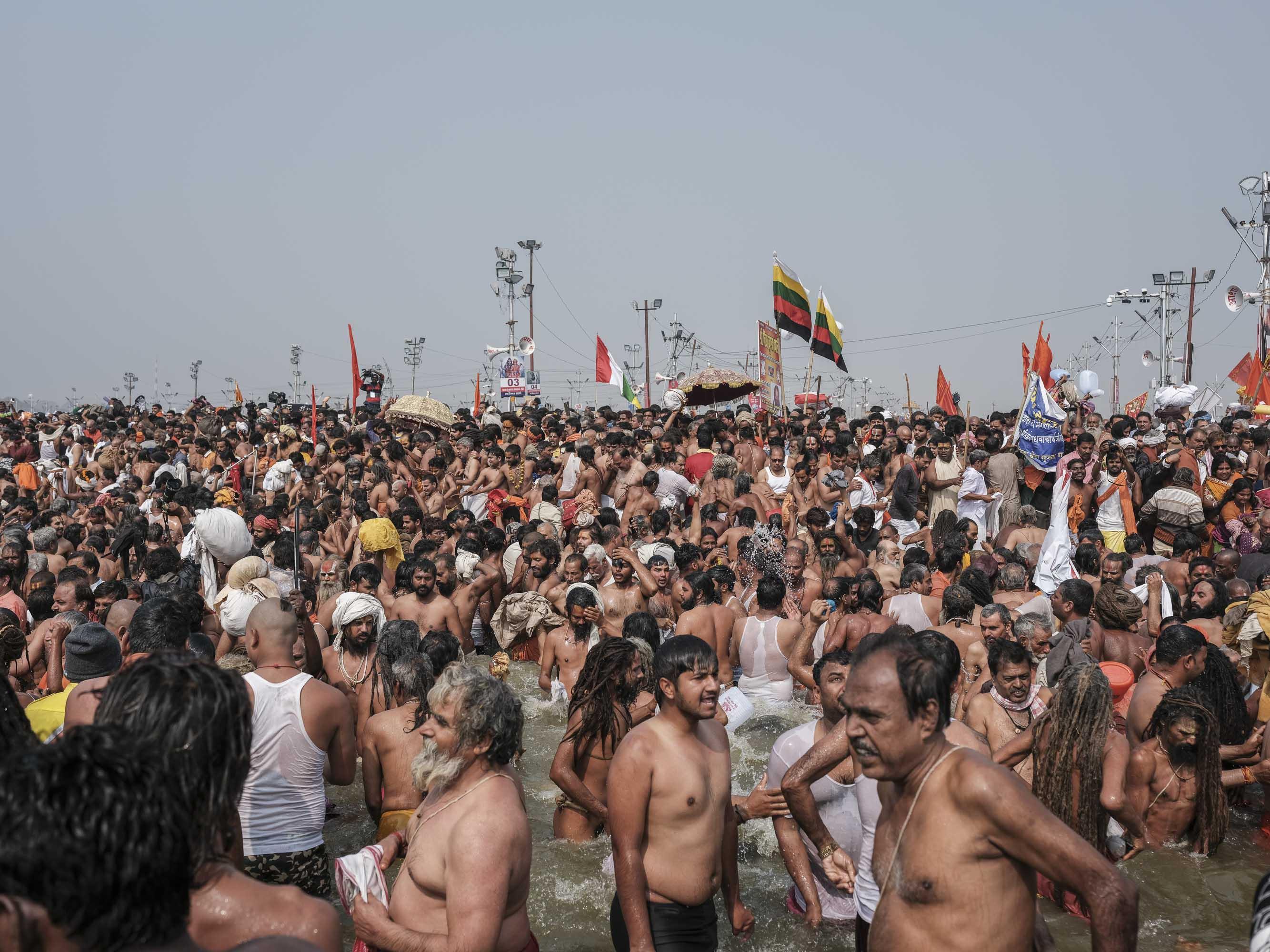 crowd people flag men pilgrims Kumbh mela 2019 India Allahabad Prayagraj Ardh hindu religious Festival event rivers photographer jose jeuland photography