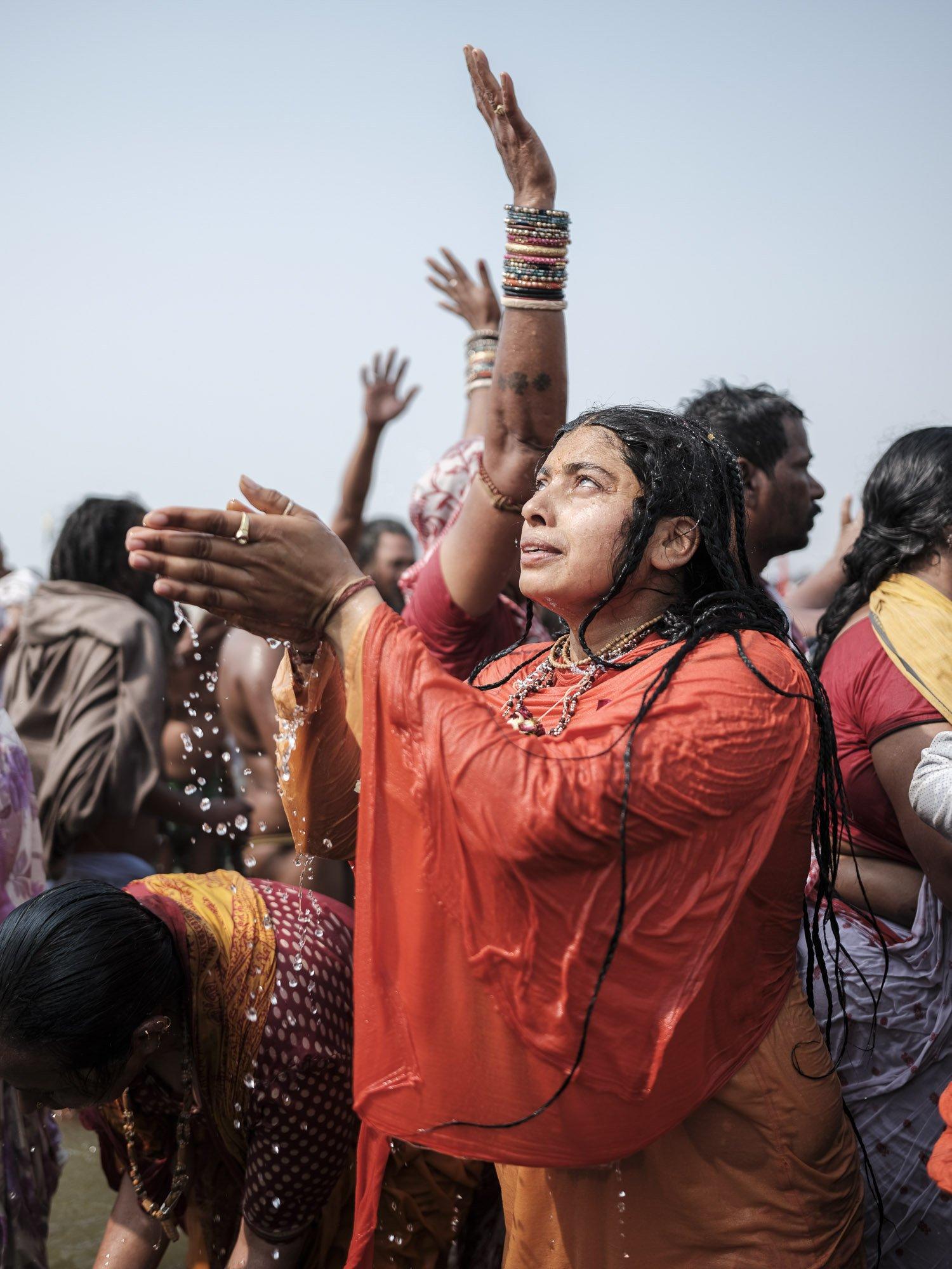 woman prayer in the water pilgrims Kumbh mela 2019 India Allahabad Prayagraj Ardh hindu religious Festival event rivers photographer jose jeuland photography