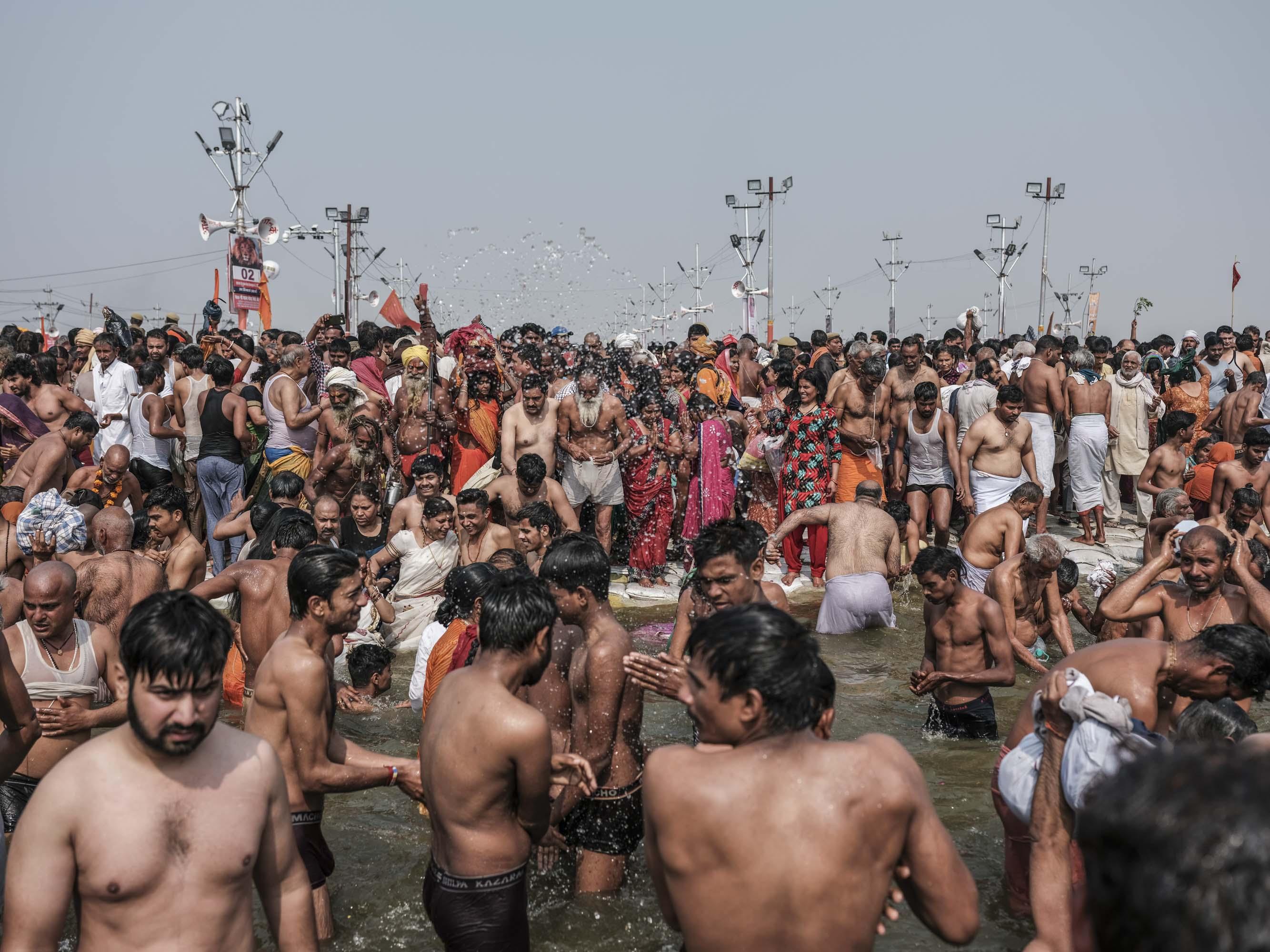 crowd water people pilgrims Kumbh mela 2019 India Allahabad Prayagraj Ardh hindu religious Festival event rivers photographer jose jeuland photography