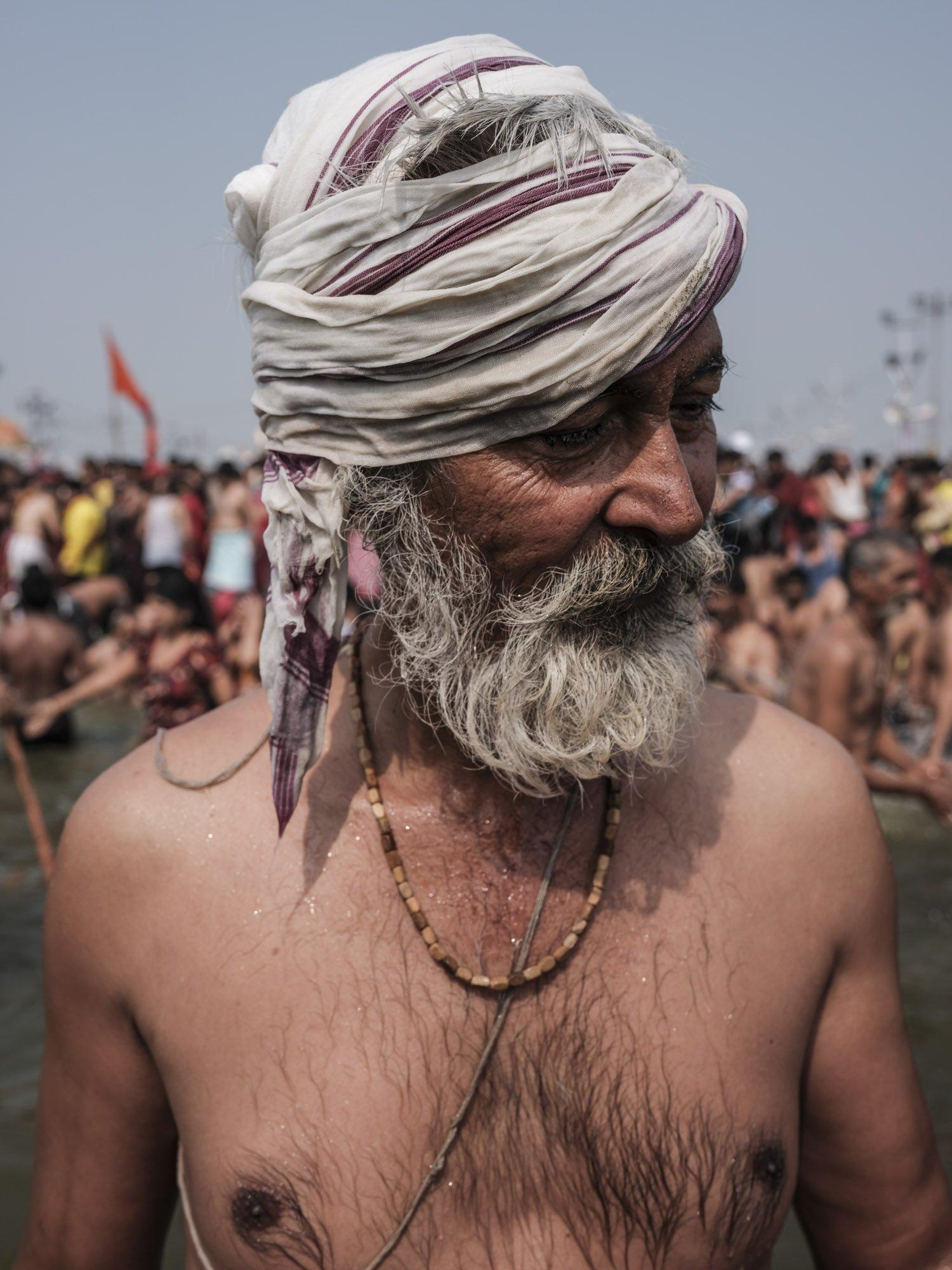 pilgrims Kumbh mela 2019 India Allahabad Prayagraj Ardh hindu religious Festival event rivers photographer jose jeuland photography man people
