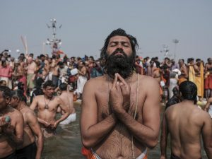 man prayer beard pilgrims Kumbh mela 2019 India Allahabad Prayagraj Ardh hindu religious Festival event rivers photographer jose jeuland photography