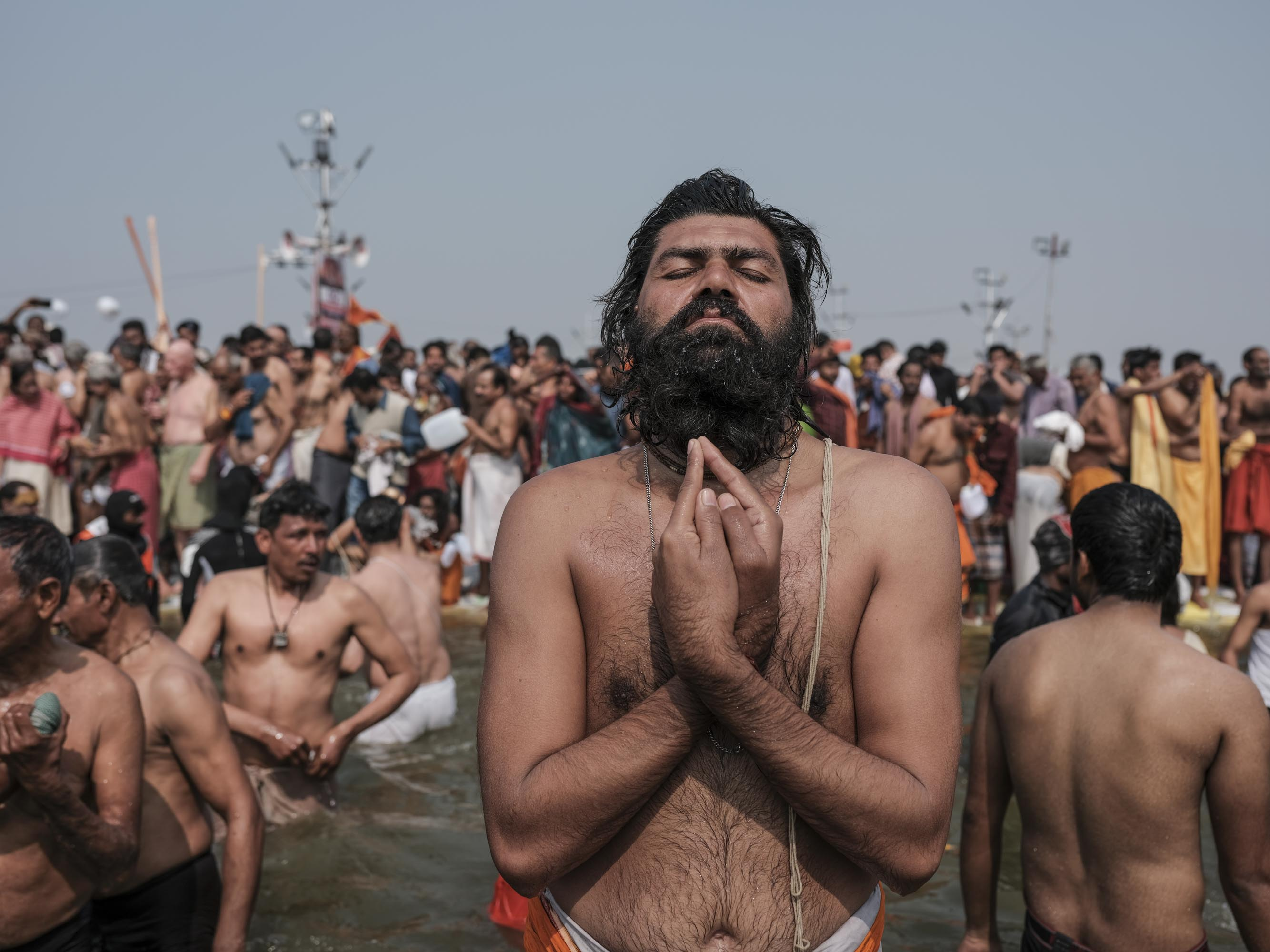 man prayer beard pilgrims Kumbh mela 2019 India Allahabad Prayagraj Ardh hindu religious Festival event rivers photographer jose jeuland photography