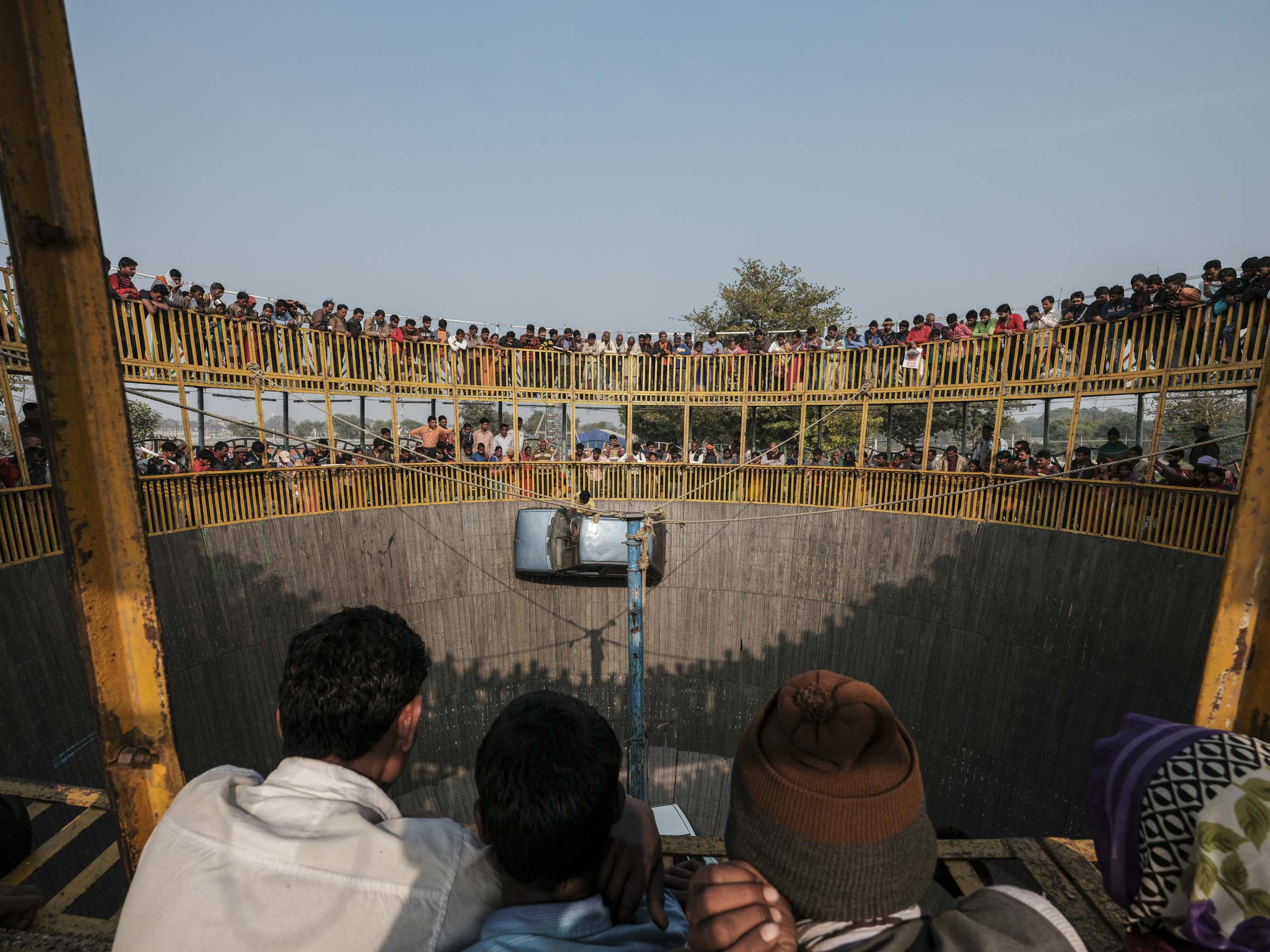 car death wall show people pilgrims Kumbh mela 2019 India Allahabad Prayagraj Ardh hindu religious Festival event rivers photographer jose jeuland photography