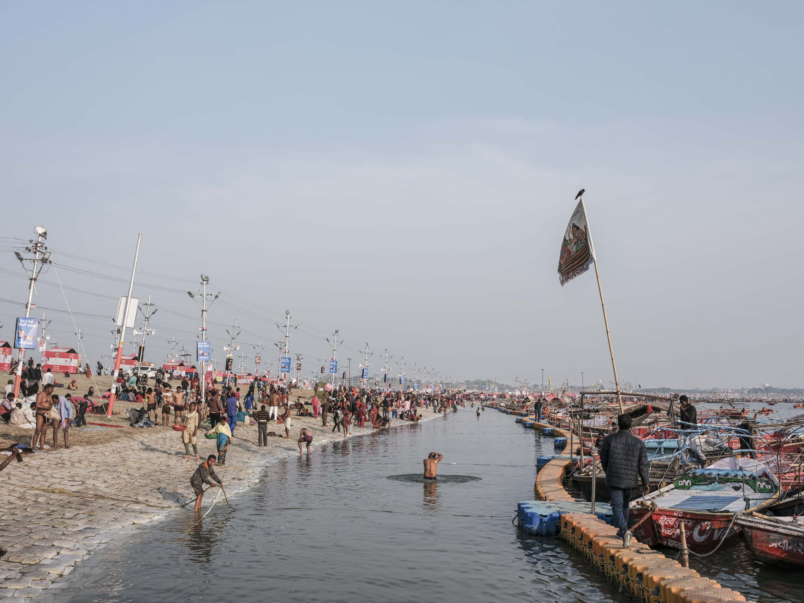 landscape view pilgrims Kumbh mela 2019 India Allahabad Prayagraj Ardh hindu religious Festival event rivers photographer jose jeuland photography