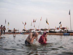 couple old in the water praying pilgrims Kumbh mela 2019 India Allahabad Prayagraj Ardh hindu religious Festival event rivers photographer jose jeuland photography