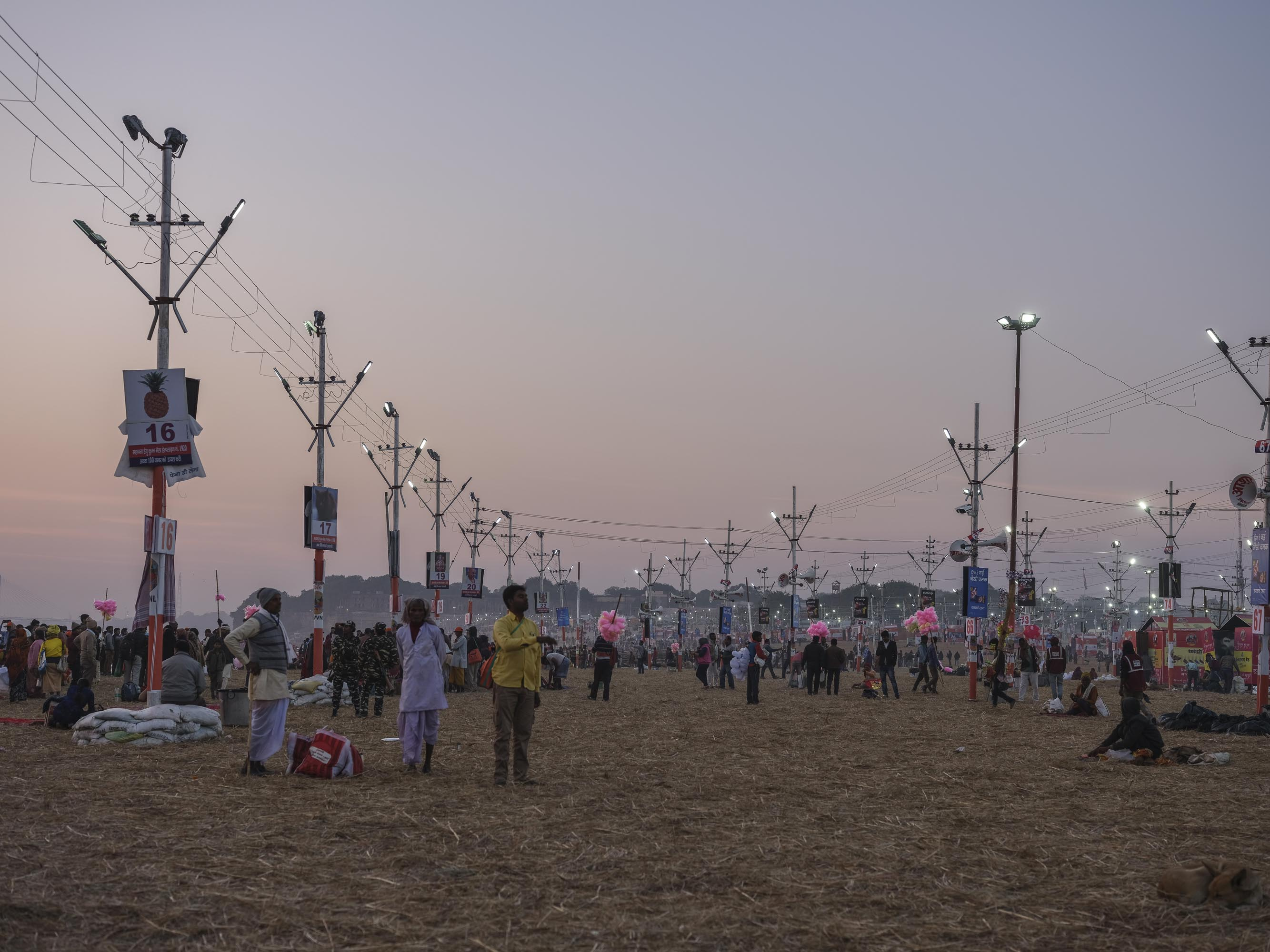 sunset after bath pilgrims Kumbh mela 2019 India Allahabad Prayagraj Ardh hindu religious Festival event rivers photographer jose jeuland photography
