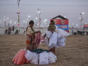 sunset women business pilgrims Kumbh mela 2019 India Allahabad Prayagraj Ardh hindu religious Festival event rivers photographer jose jeuland photography