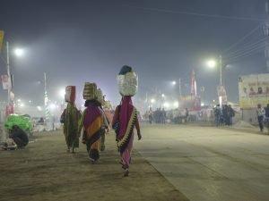 night walk camp pilgrims Kumbh mela 2019 India Allahabad Prayagraj Ardh hindu religious Festival event rivers photographer jose jeuland photography
