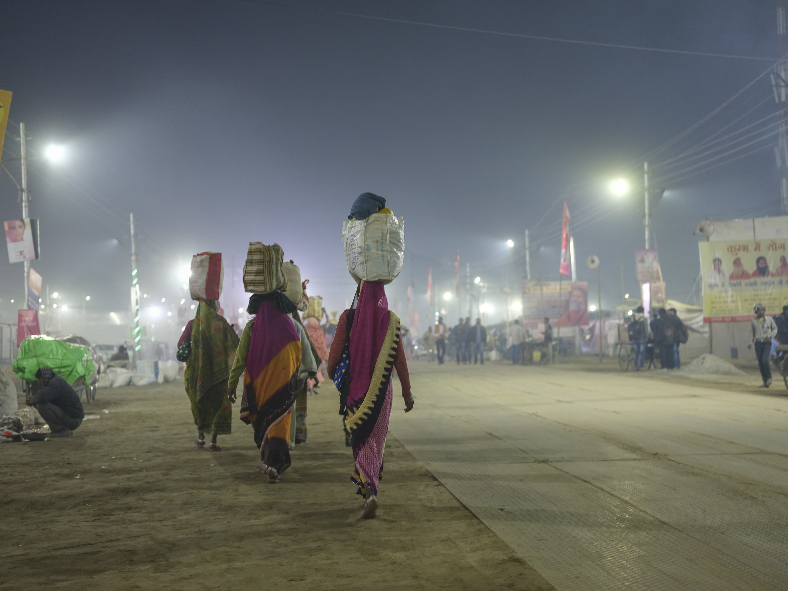 night walk camp pilgrims Kumbh mela 2019 India Allahabad Prayagraj Ardh hindu religious Festival event rivers photographer jose jeuland photography