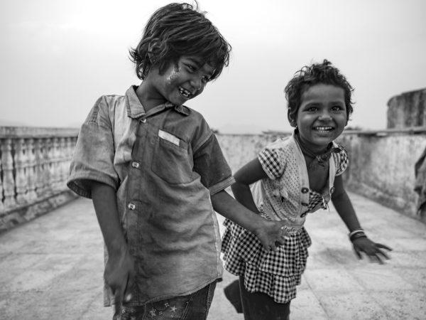 kids playing Gypsy Kalbelia tribe nomad Rajasthan India Documentary Photography Jose Jeuland Photographer print fine art