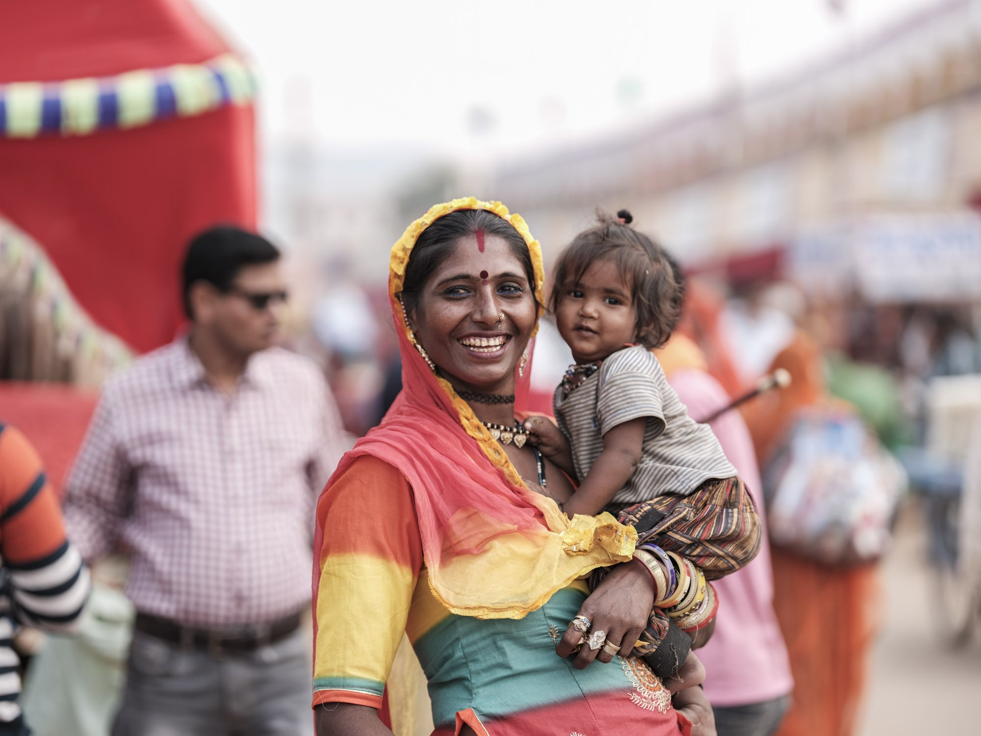 mom smiling Gypsy Kalbelia tribe nomad Rajasthan India Documentary Photography Jose Jeuland Photographer print fine art