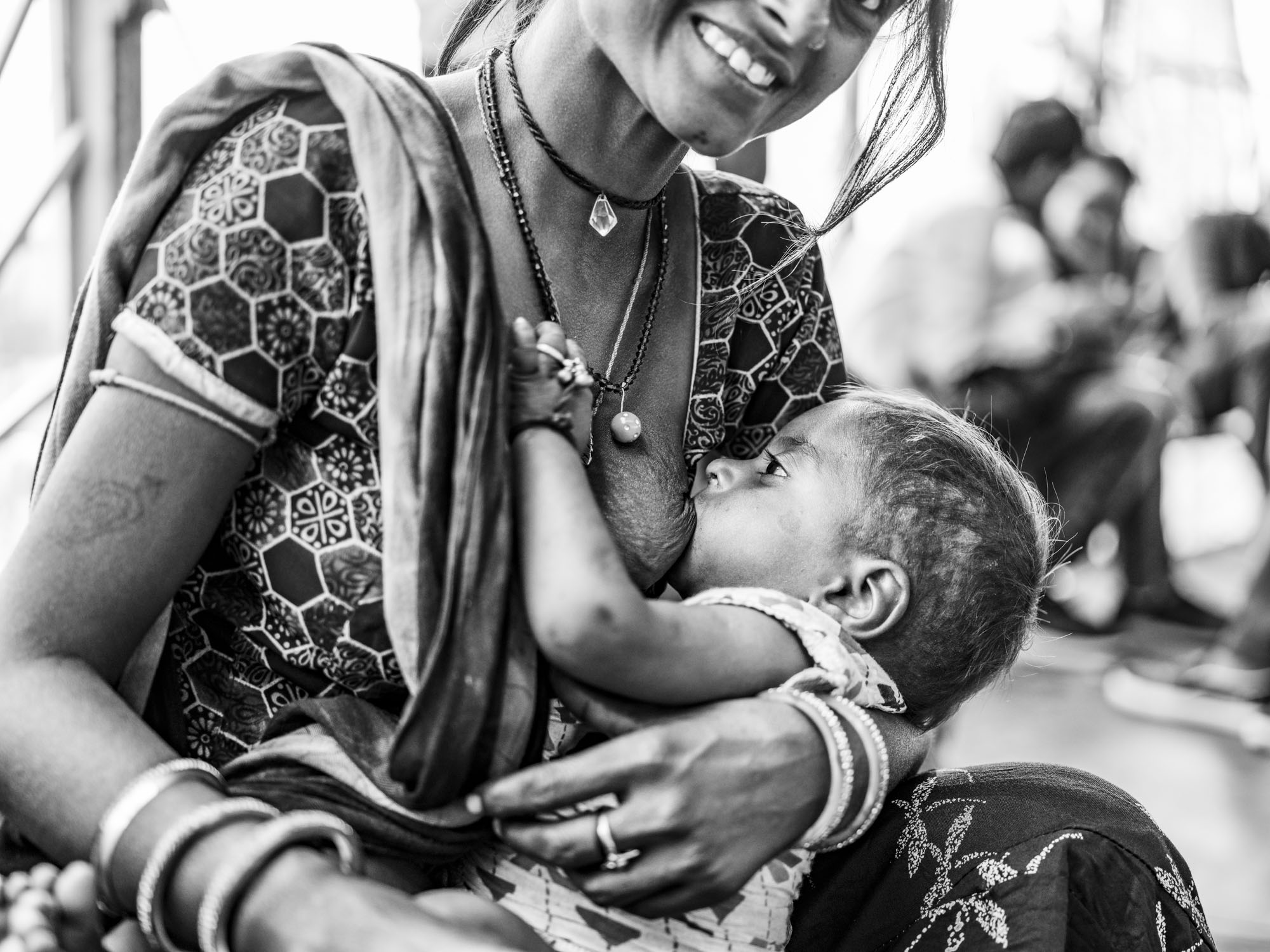 baby milk Gypsy Kalbelia tribe nomad Rajasthan India Documentary Photography Jose Jeuland Photographer print fine art