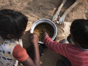 kid eating Gypsy Kalbelia tribe nomad Rajasthan India Documentary Photography Jose Jeuland Photographer print fine art