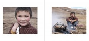 Photography book Tibet sichuan China Travel Jose Jeuland red wall monk preview images 4