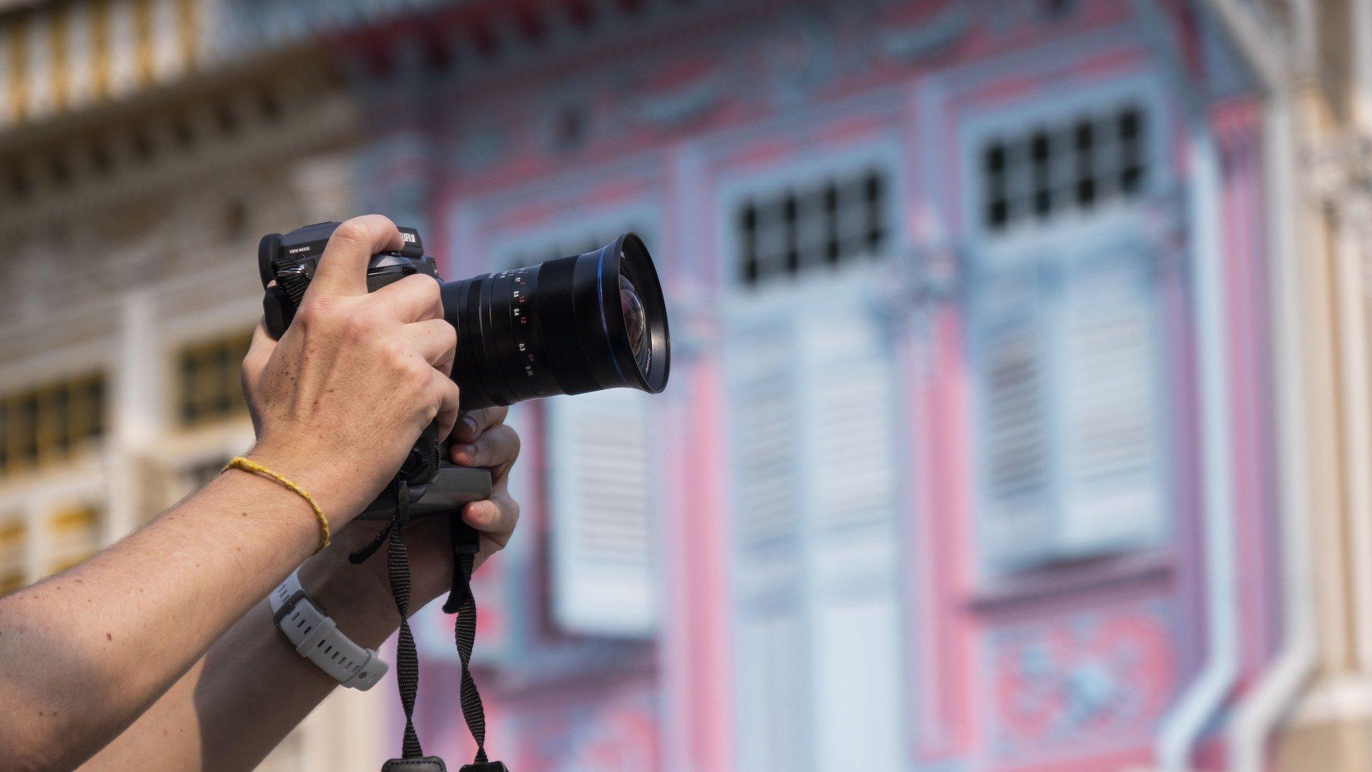 Laowa 17mm f:4 Ultra Wide GFX Zero D lens moyen format Fujifilm GFX 100 3